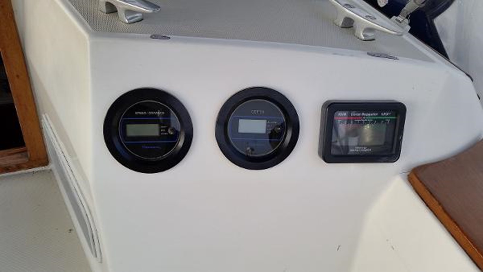Depth and speed on the starboard bulkhead 1989 SABRE YACHTS 38 MKII Sloop 2207643