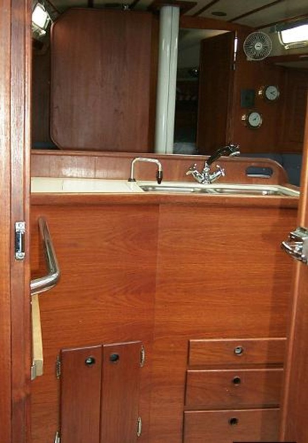 Looking towards the front from the aft cabin 1989 SABRE YACHTS 38 MKII Sloop 2207651
