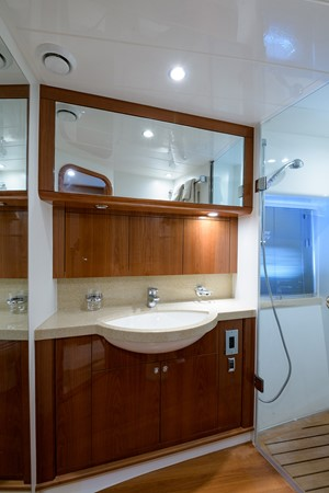 2007 PRINCESS YACHTS Flybridge Motor Yacht  Cruiser 2210220