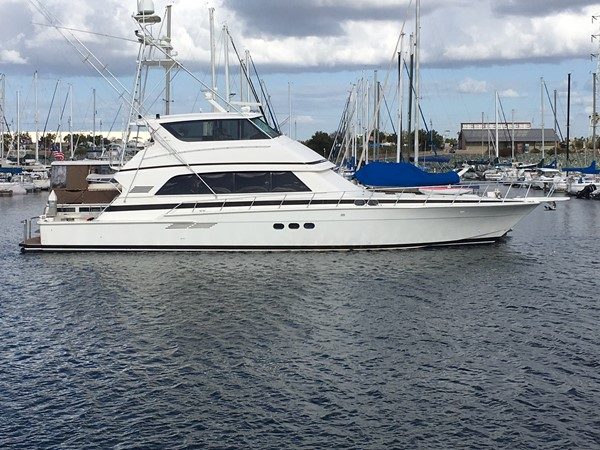 Must beautiful Bertram , perfect hull and engine work. 1990 BERTRAM 72  2216569
