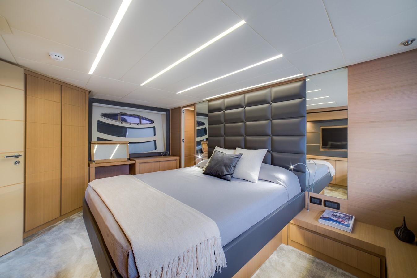 2016 PERSHING 74 Cruiser 2220997