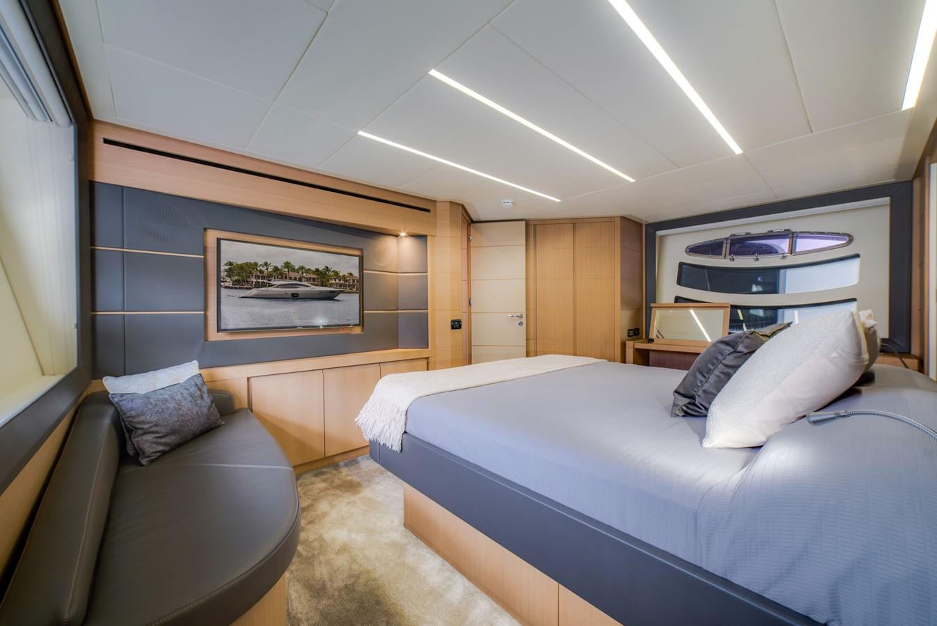 2016 PERSHING 74 Cruiser 2221015