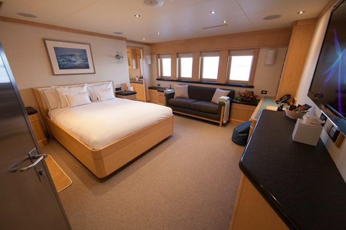 VIP Stateroom 1974 AUROUX SHIPYARD Research Yacht  2223326
