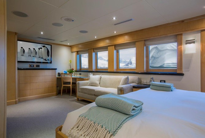 Owner's Stateroom Aft 1974 AUROUX SHIPYARD Research Yacht  2223351
