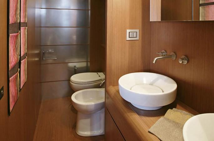 Master Bathroom 2006 AICON YACHTS   2224765