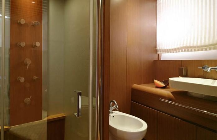 VIP Bathroom 2006 AICON YACHTS   2224775