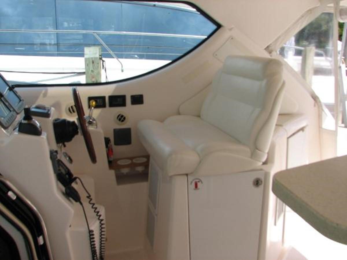 Helm Seat 2008 TIARA 4300 Sovran Express 2249873