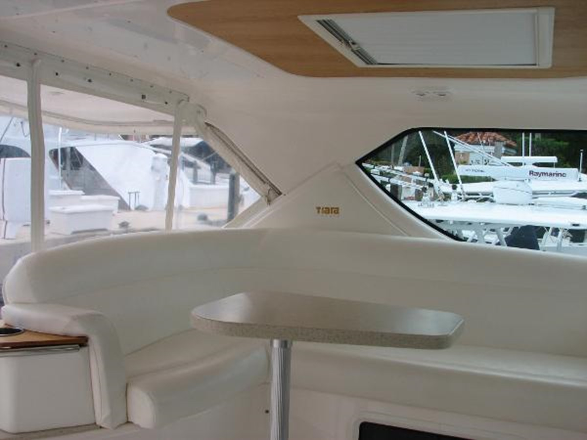 Helm Lounge with Table 2008 TIARA 4300 Sovran Express 2249875