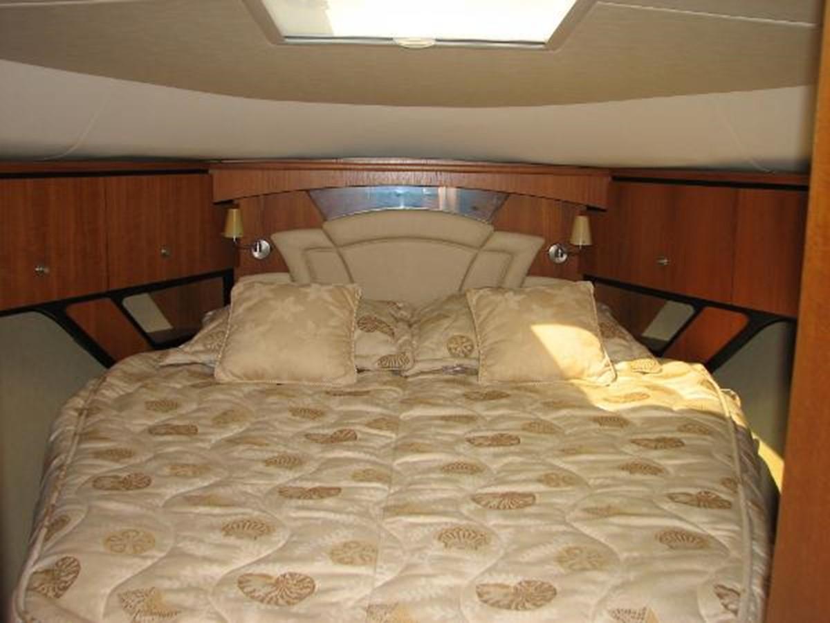 Owner's Stateroom 2008 TIARA 4300 Sovran Express 2249883