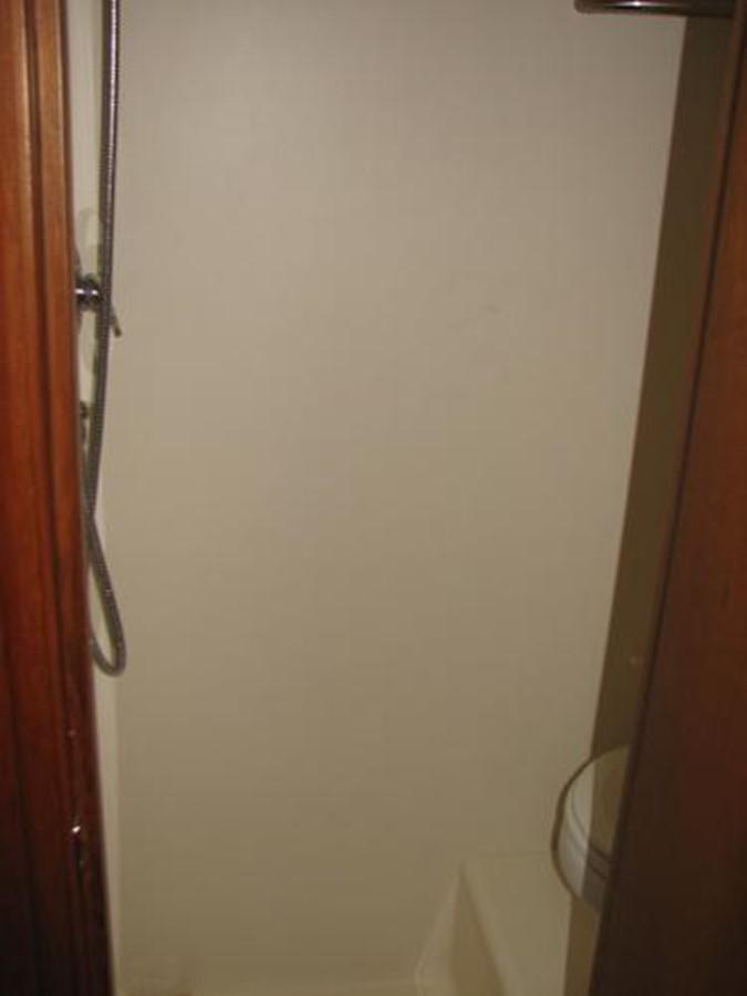 Aft Stateroom Shower 2008 TIARA 4300 Sovran Express 2249902