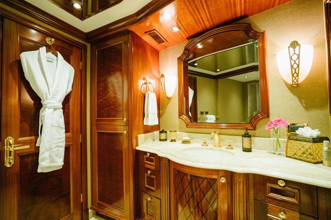 2010 RICHMOND YACHTS 150 Tri-Deck  Motor Yacht 2256230