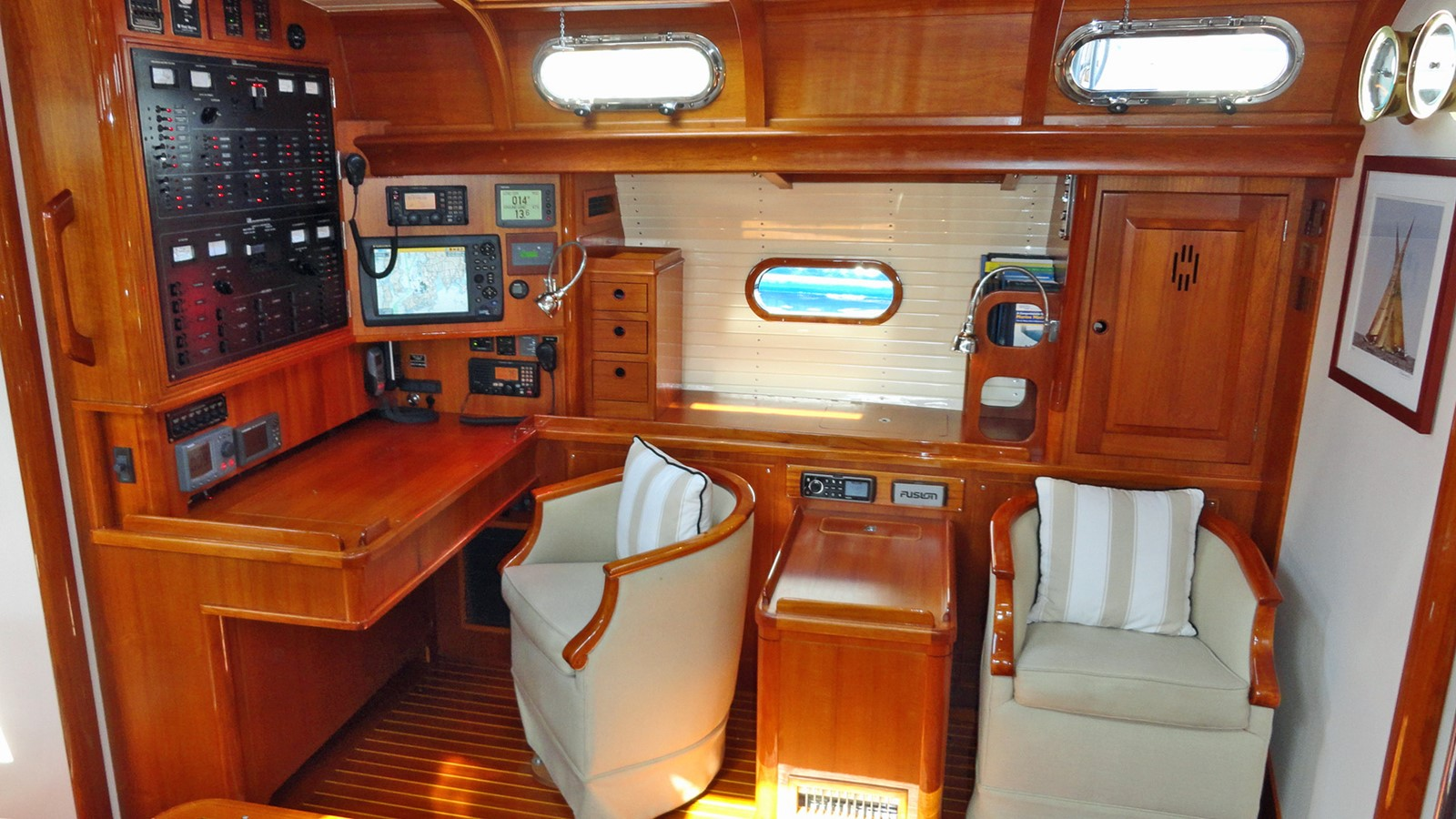 Main Salon, Port 1999 LYMAN MORSE BOAT CO. Hood Custom 60 Aft Cockpit 2256562