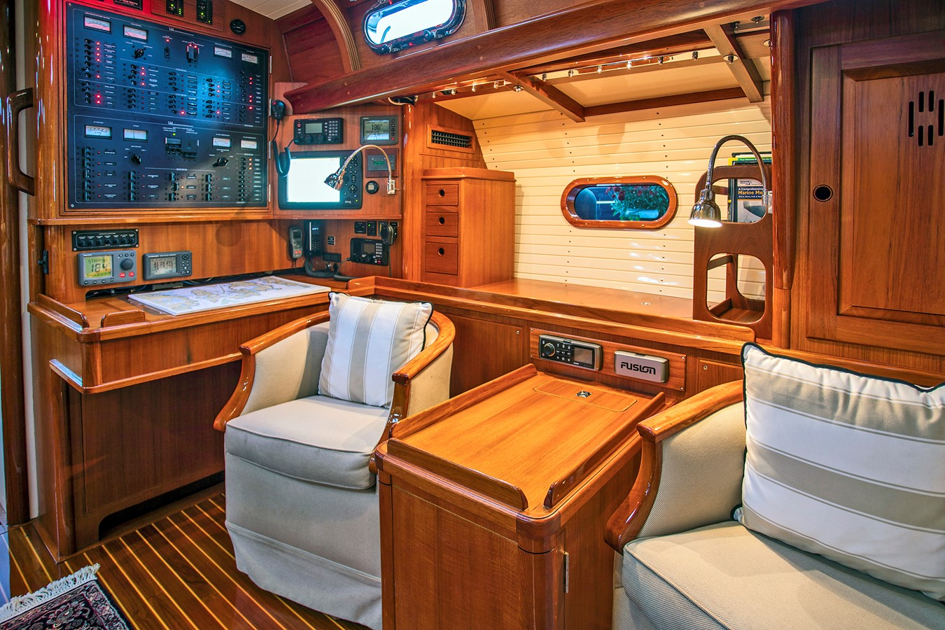 Nav Area 1999 LYMAN MORSE BOAT CO. Hood Custom 60 Aft Cockpit 2339869