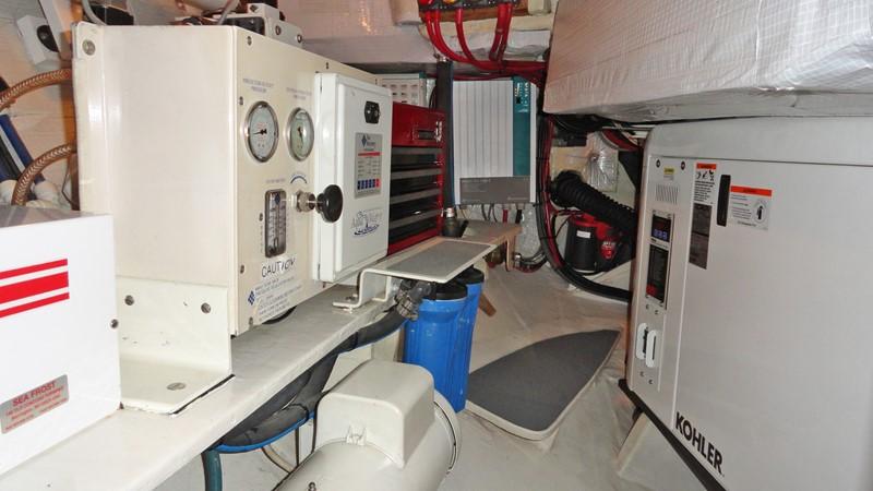 Engine Compartment 1999 LYMAN MORSE BOAT CO. Hood Custom 60 Aft Cockpit 2256583