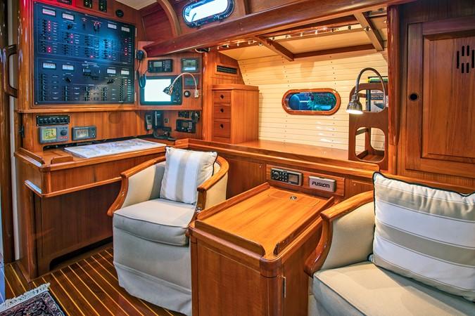 Nav Area 1999 LYMAN MORSE BOAT CO. Hood Custom 60 Aft Cockpit 2339869