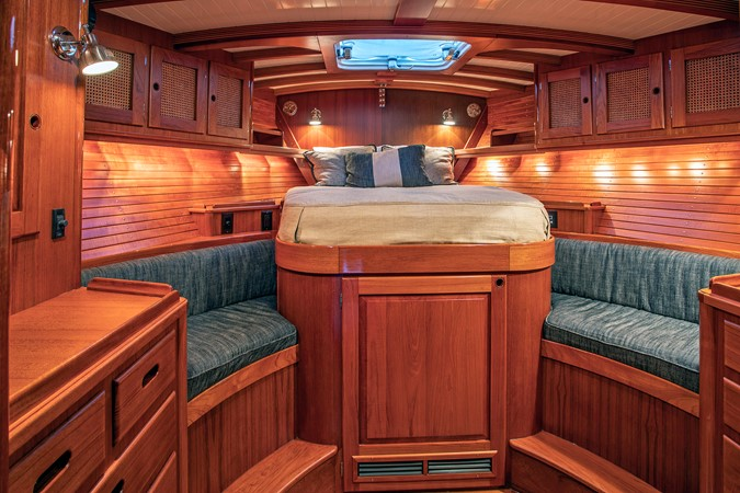 Owner's Cabin 1999 LYMAN MORSE BOAT CO. Hood Custom 60 Aft Cockpit 2339870