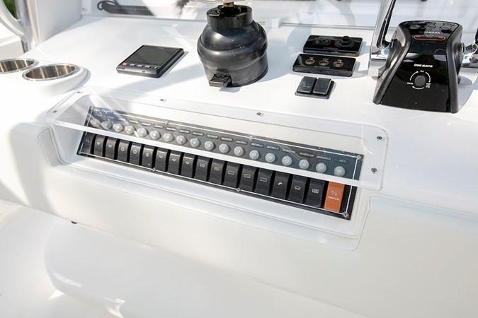 2015 INVINCIBLE  Center Console 2331202