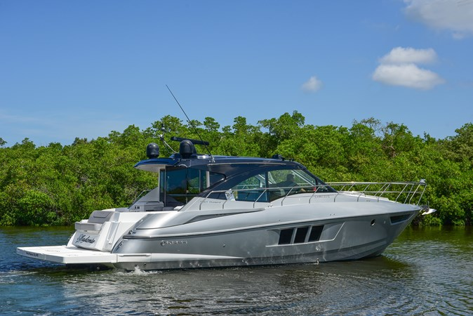 2016 Cruisers Yachts 45 Cantius  2619710