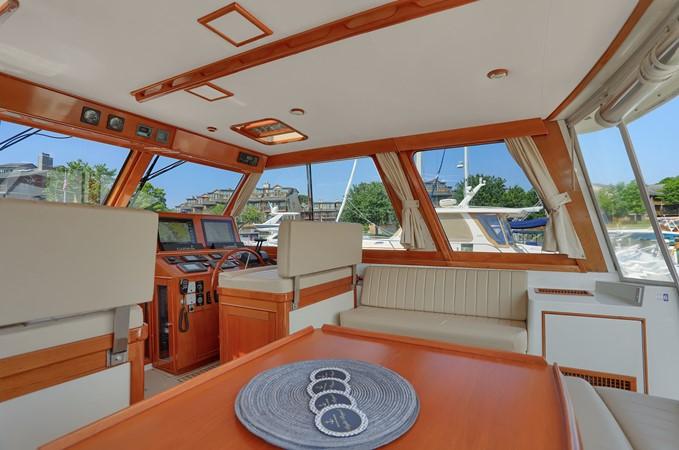8 1999 GRAND BANKS 49 Eastbay Motor Yacht 2660682