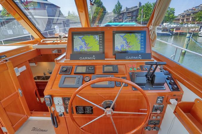 21 1999 GRAND BANKS 49 Eastbay Motor Yacht 2660695