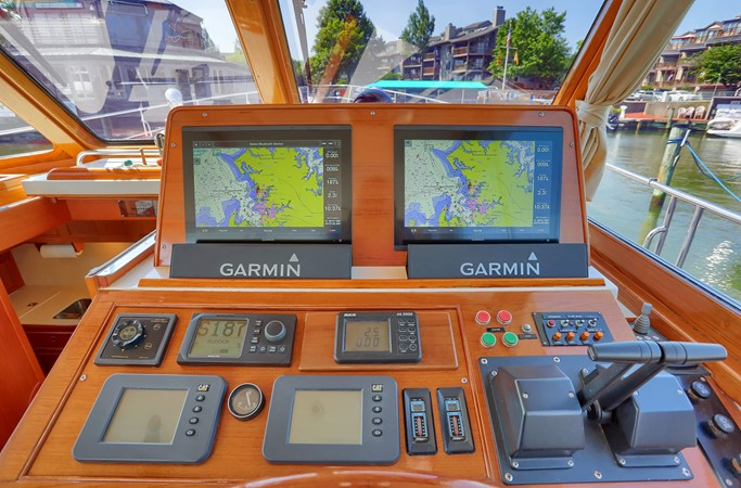 22 1999 GRAND BANKS 49 Eastbay Motor Yacht 2660698