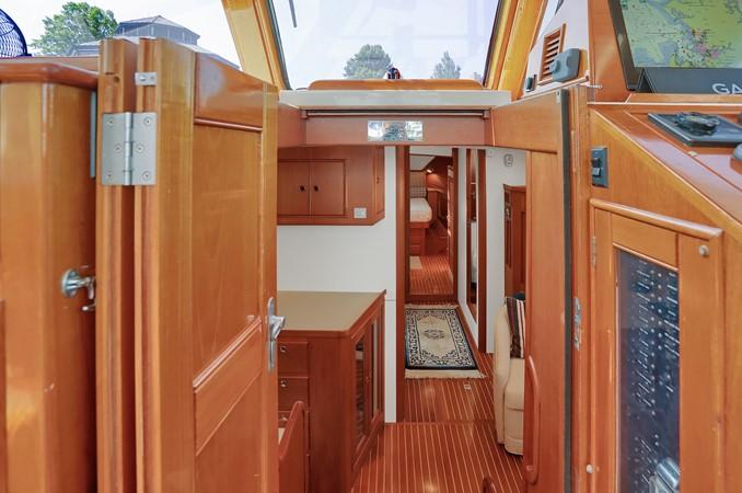 25 1999 GRAND BANKS 49 Eastbay Motor Yacht 2660699