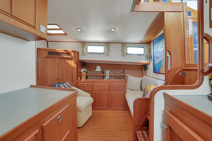 28 1999 GRAND BANKS 49 Eastbay Motor Yacht 2660700