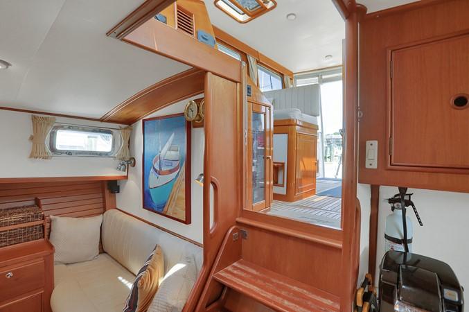 27 1999 GRAND BANKS 49 Eastbay Motor Yacht 2660701