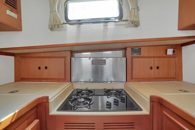29 1999 GRAND BANKS 49 Eastbay Motor Yacht 2660704