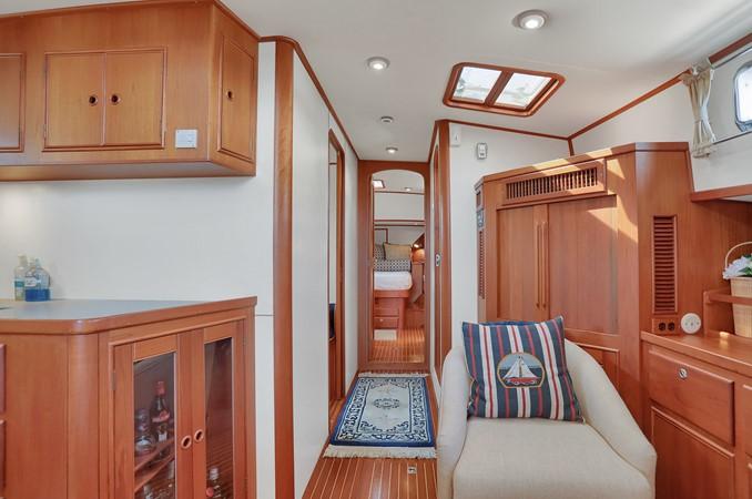 37 1999 GRAND BANKS 49 Eastbay Motor Yacht 2660707
