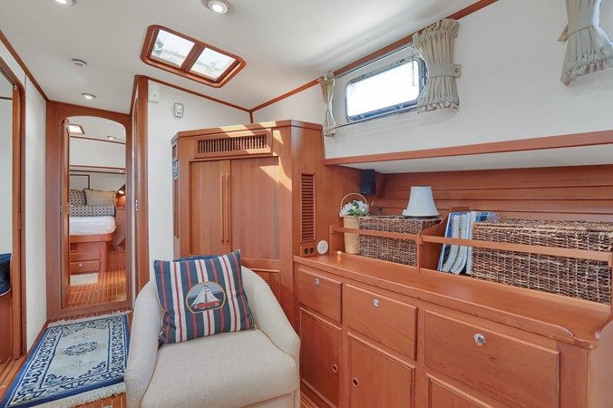 36 1999 GRAND BANKS 49 Eastbay Motor Yacht 2660711