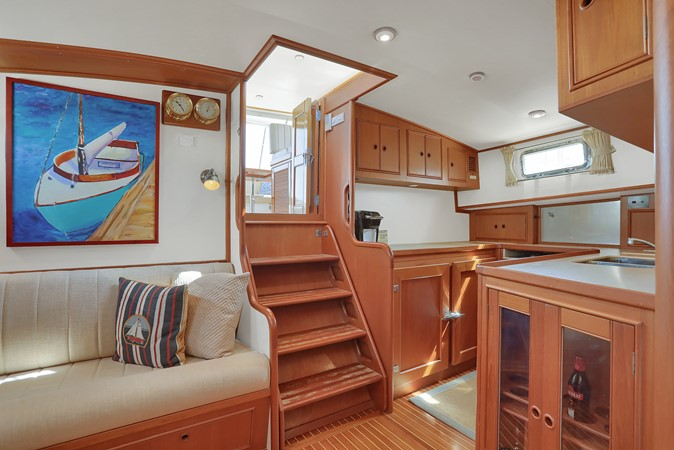 38 1999 GRAND BANKS 49 Eastbay Motor Yacht 2660712