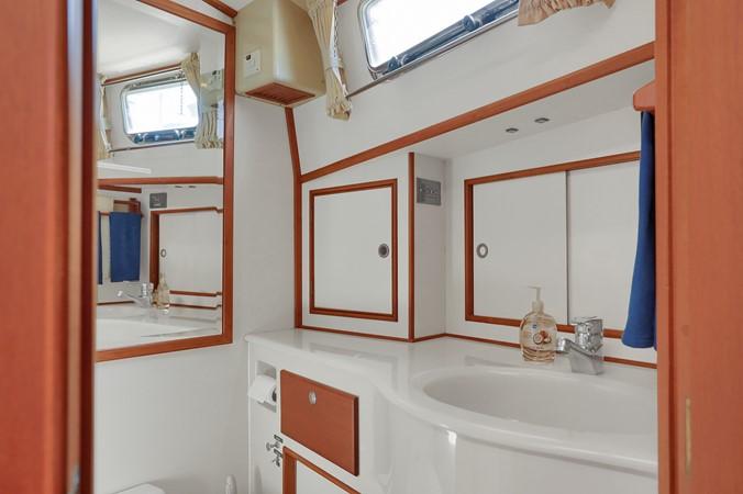 42 1999 GRAND BANKS 49 Eastbay Motor Yacht 2660714
