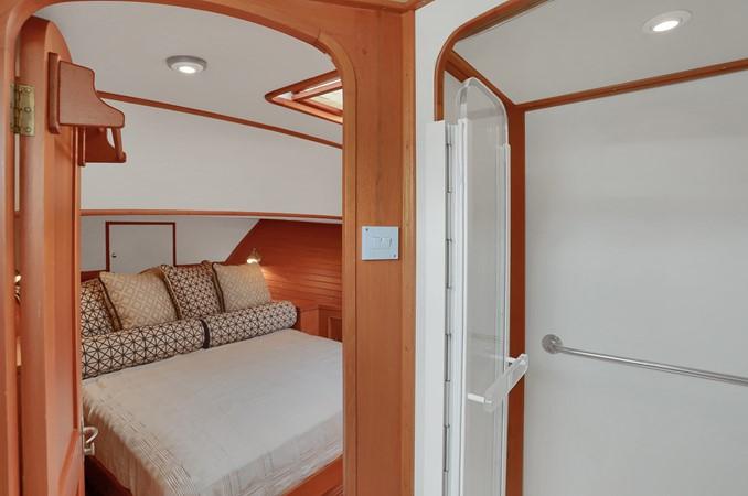 44 1999 GRAND BANKS 49 Eastbay Motor Yacht 2660718