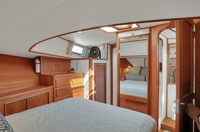 47 1999 GRAND BANKS 49 Eastbay Motor Yacht 2660725