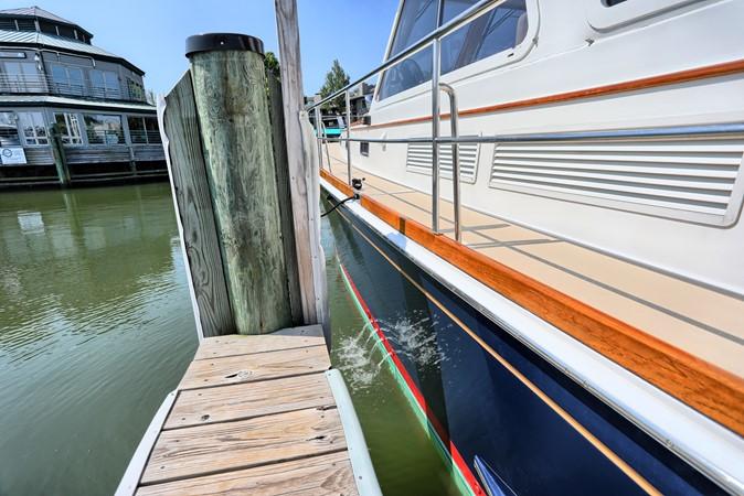 67 1999 GRAND BANKS 49 Eastbay Motor Yacht 2660741