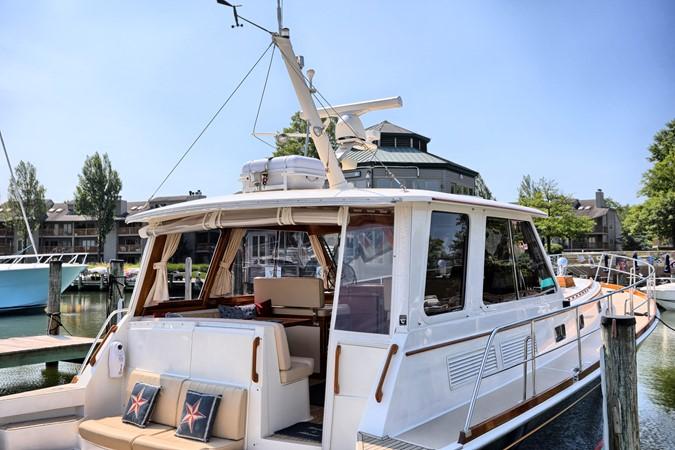 69 1999 GRAND BANKS 49 Eastbay Motor Yacht 2660742