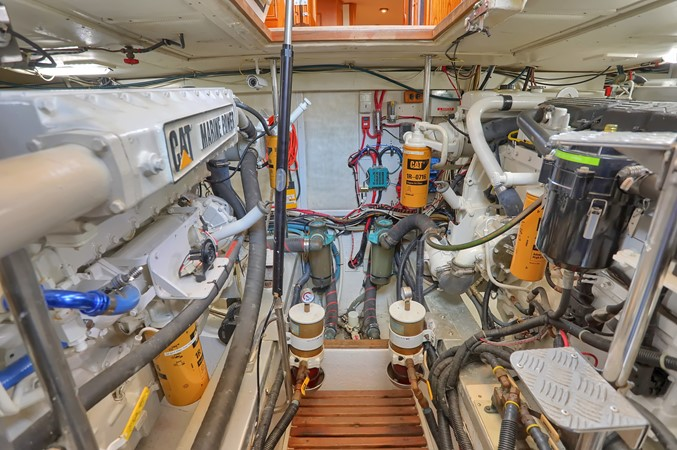 74 1999 GRAND BANKS 49 Eastbay Motor Yacht 2660748
