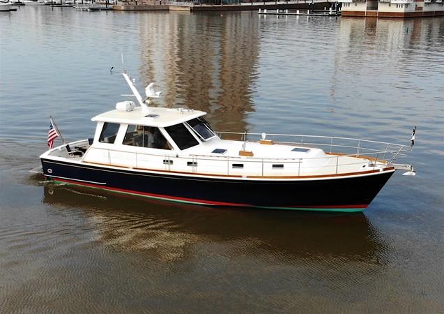 82 1999 GRAND BANKS 49 Eastbay Motor Yacht 2660754