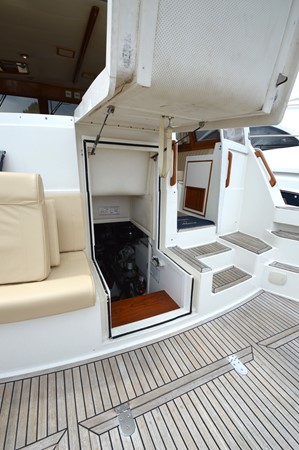 81 1999 GRAND BANKS 49 Eastbay Motor Yacht 2660756