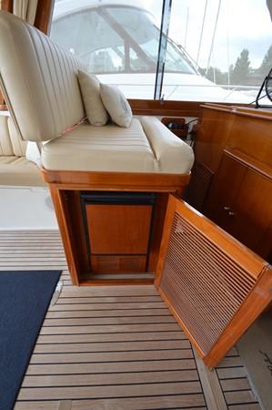 84 1999 GRAND BANKS 49 Eastbay Motor Yacht 2660759