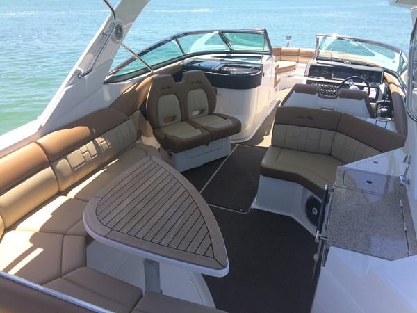 2015 SEA RAY 350 SLX Runabout 2264657