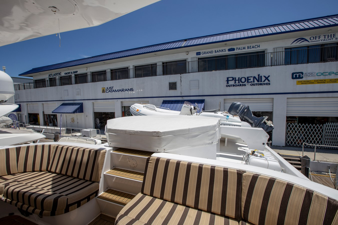 2000 HATTERAS Motor Yacht  2281984