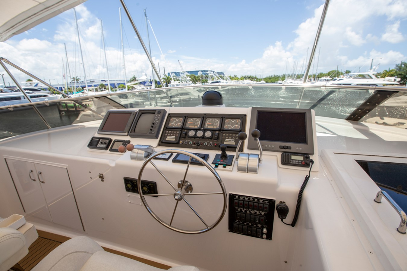 2000 HATTERAS Motor Yacht  2281986