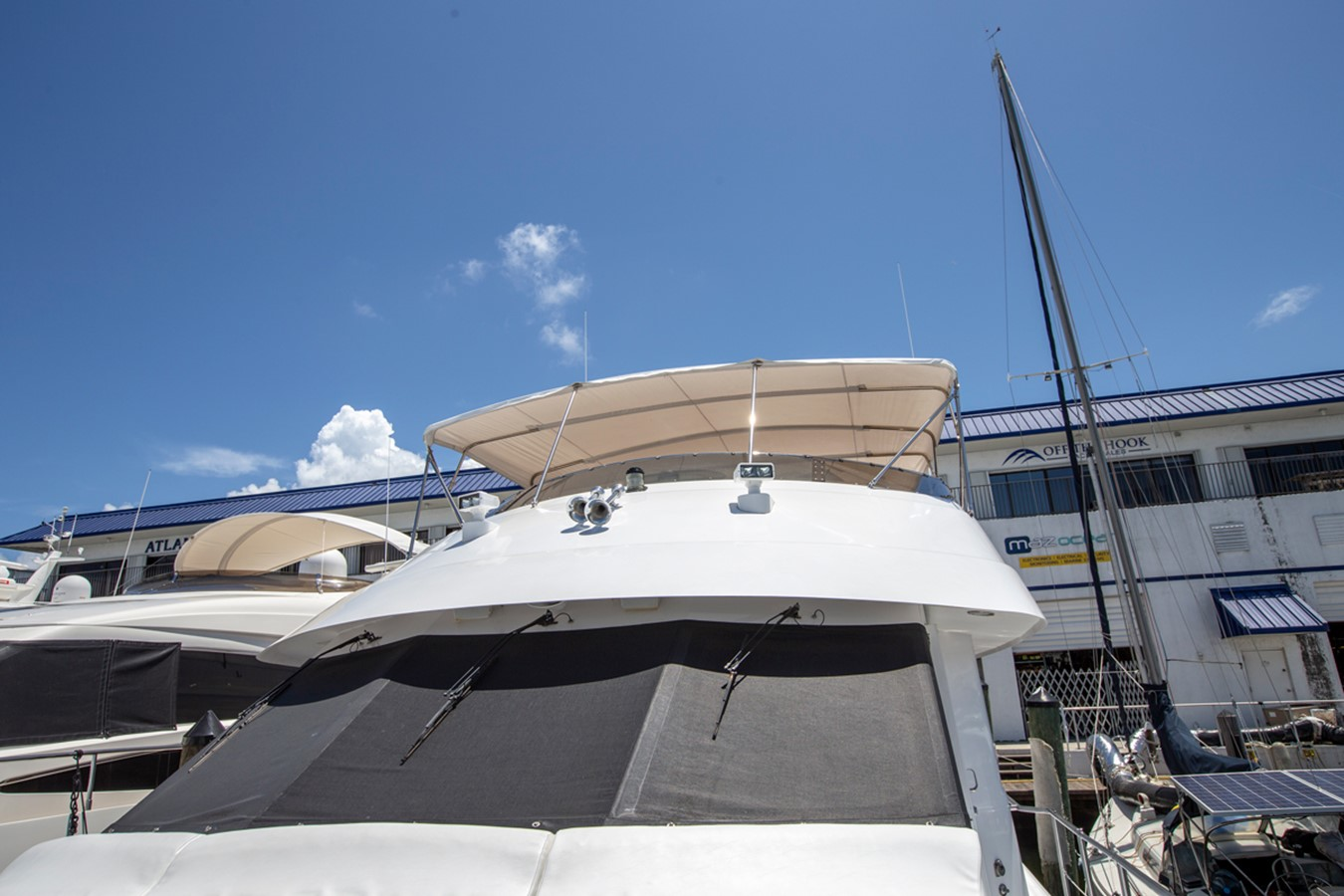 2000 HATTERAS Motor Yacht  2281996