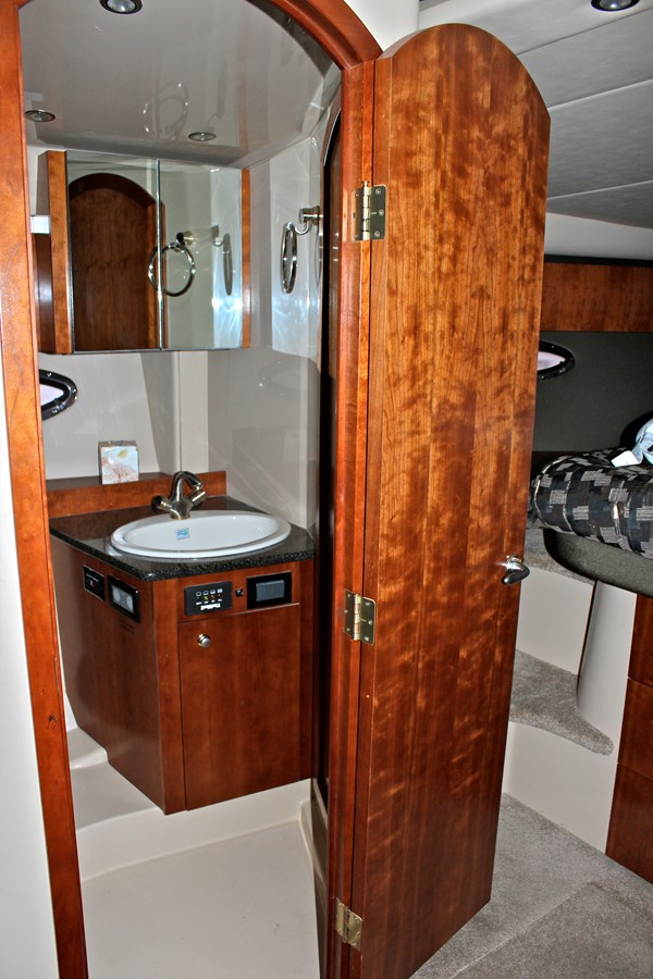 2005 CRUISERS YACHTS 400 Express Motor Yacht 2284500
