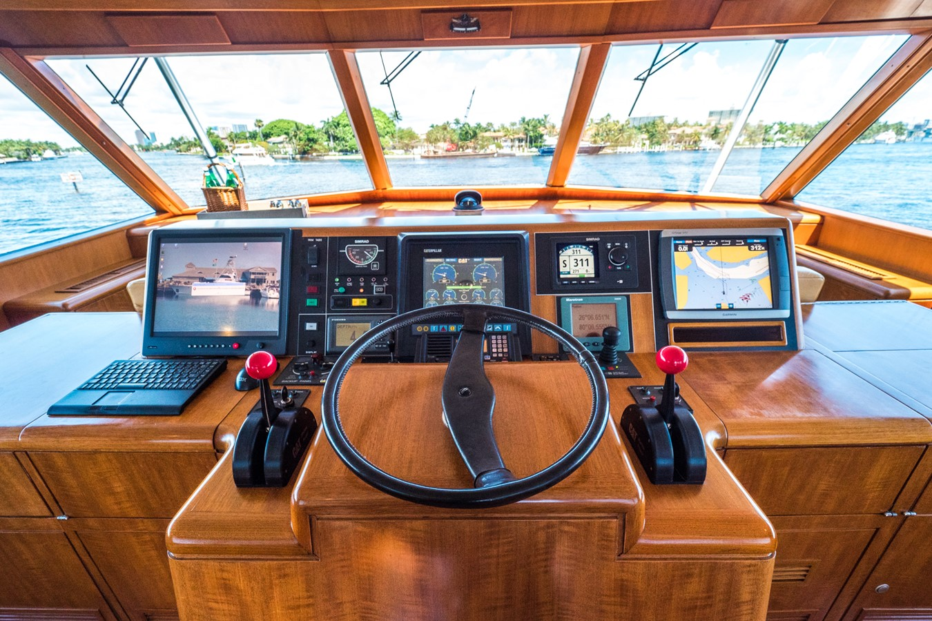 Helm Detail 1985 FEADSHIP Yacht Fisherman Sport Fisherman 2313220