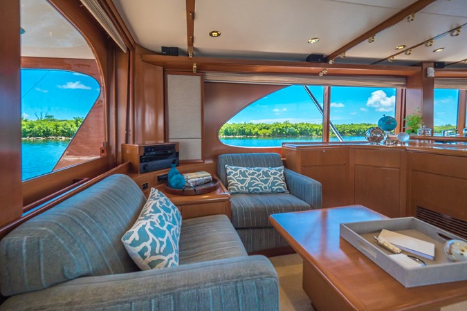 Salon Seating to Port 1985 FEADSHIP Yacht Fisherman Sport Fisherman 2313186