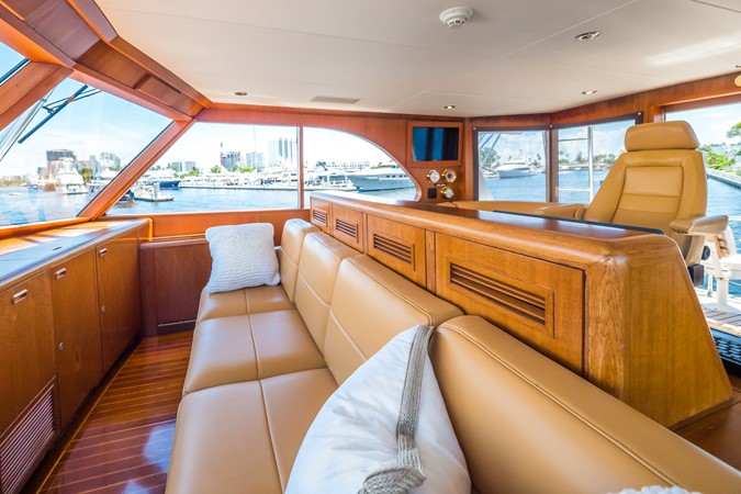 Seating Forward of Helm  1985 FEADSHIP Yacht Fisherman Sport Fisherman 2313221