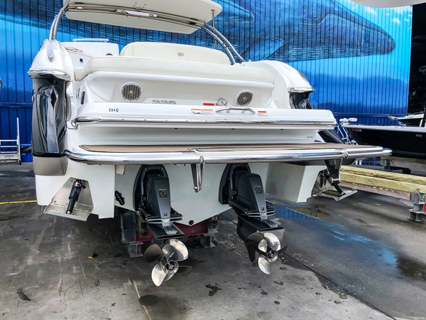 Stern/propellers 2014 COBALT 336 Deck Boat 2308774